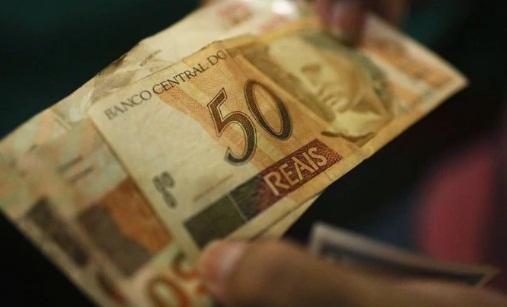 Quais são os auxílios garantidos pelo governo para quem tem baixa renda?