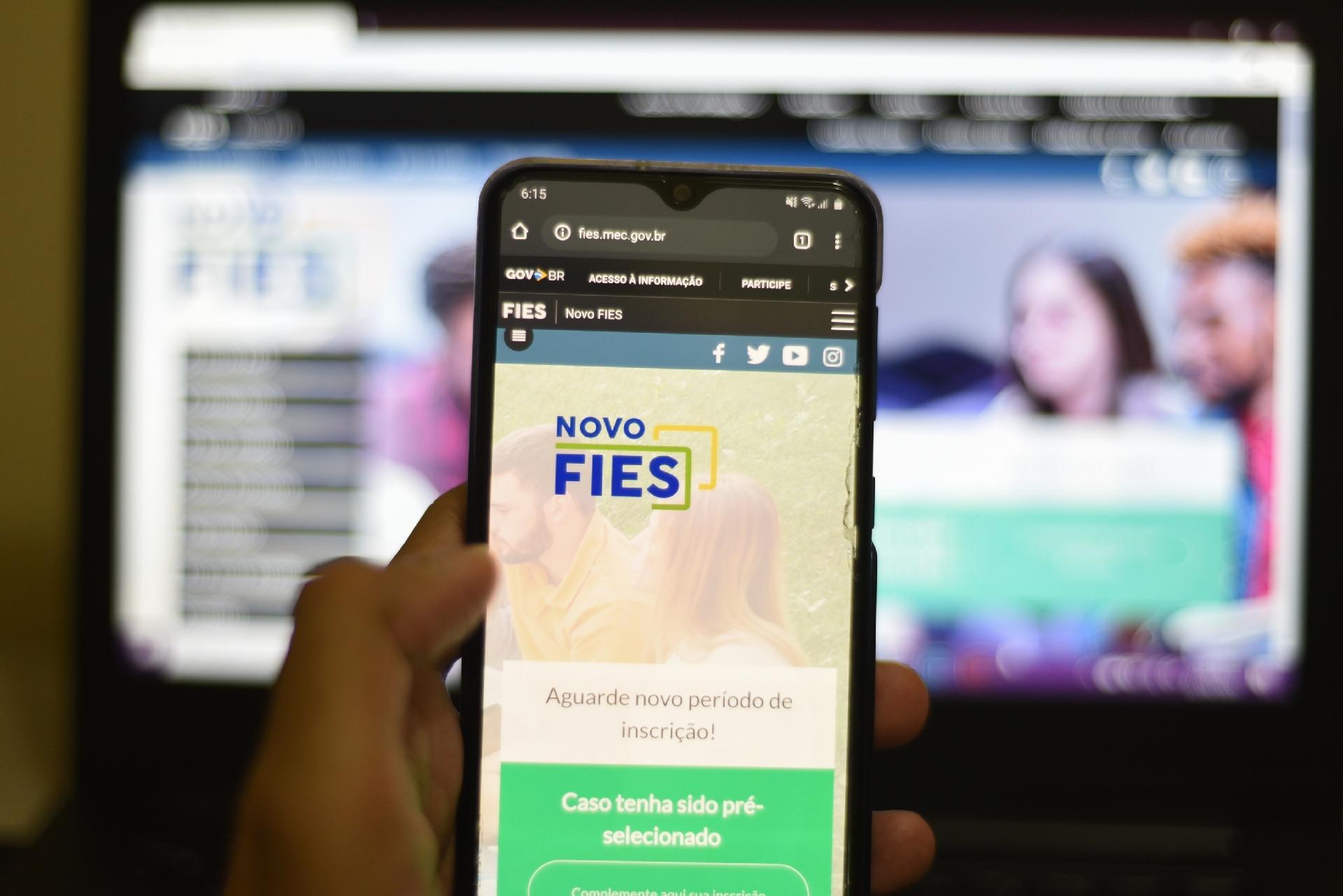 Governo aumenta prazo para renovação dos contratos do FIES: veja mais!